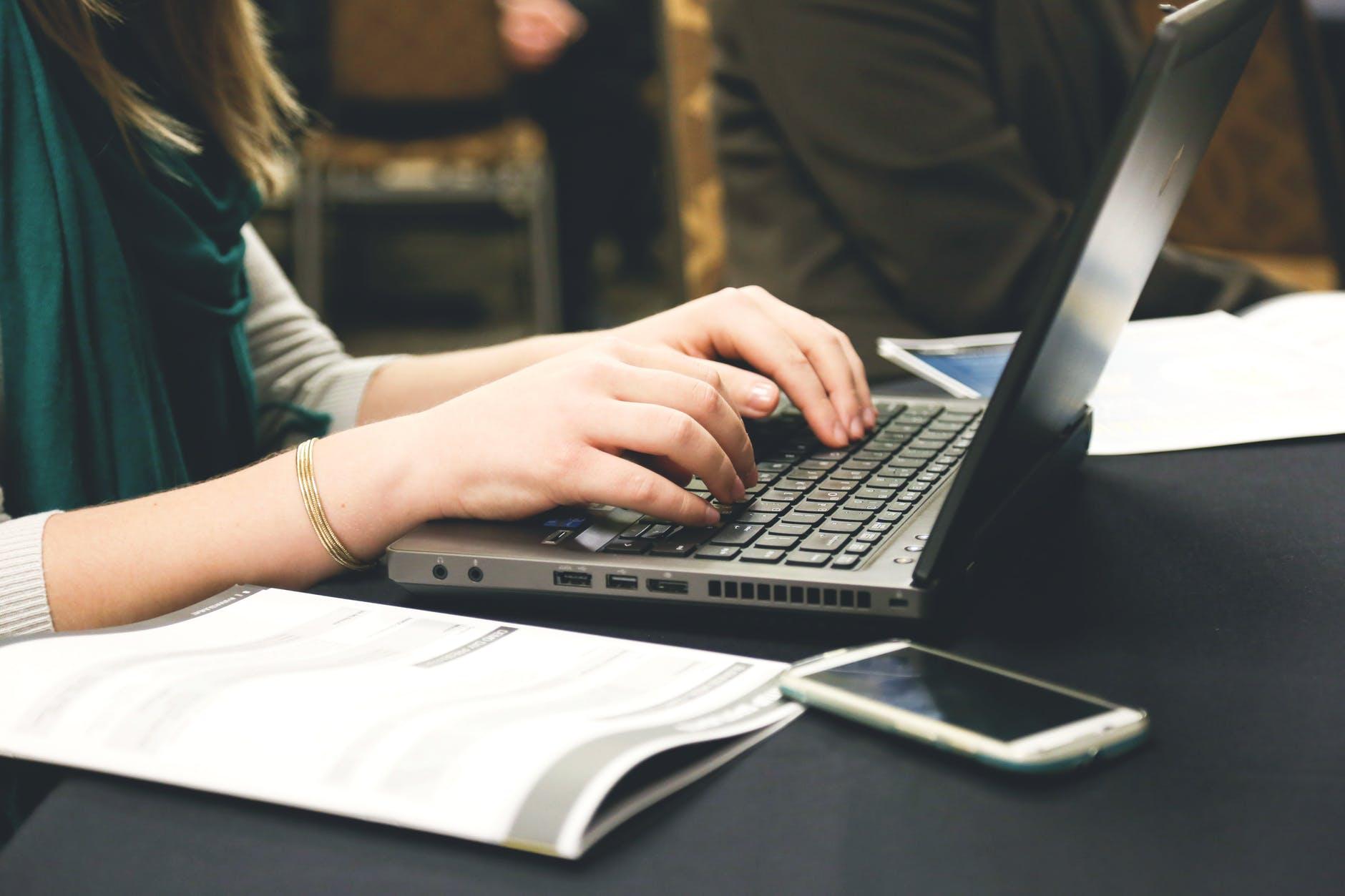 woman-typing-writing